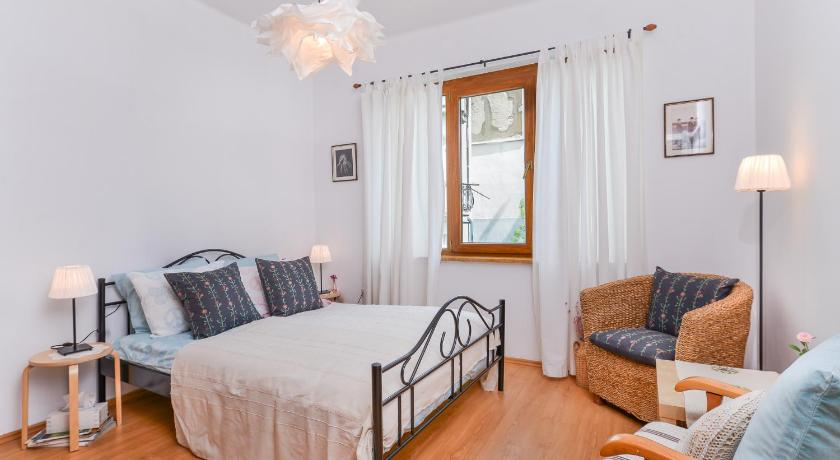 Shik & Chic One Bedroom Central Apartment | Graf Ignatiev x Shishman Corner