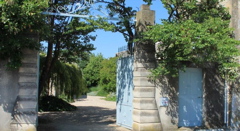Best time to travel Nîmes La Rôse