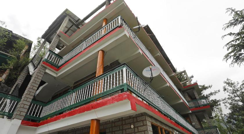 Hill-View 1BHK Home on Old Manali Road