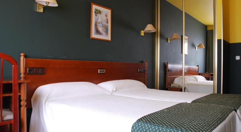 Best time to travel Vigo Hotel San Jacobo