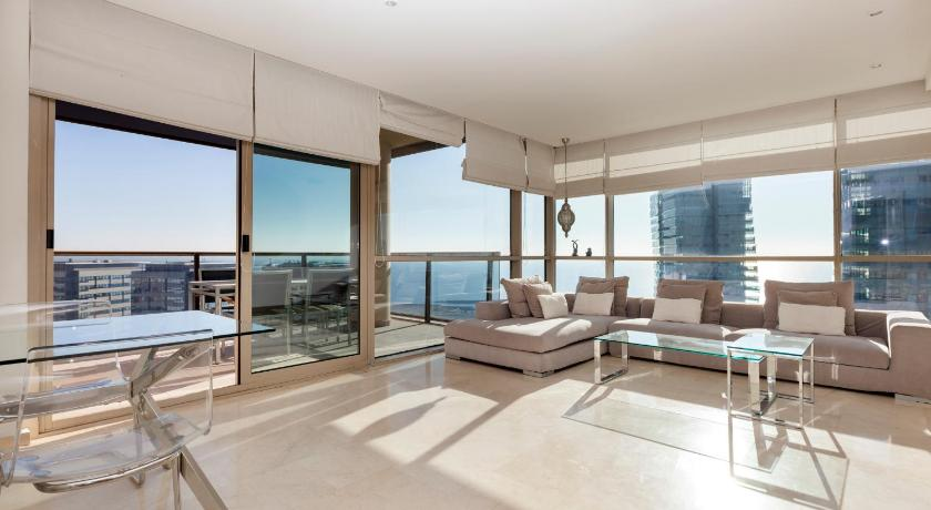 Sunny Beachfront Pool - Barcelona