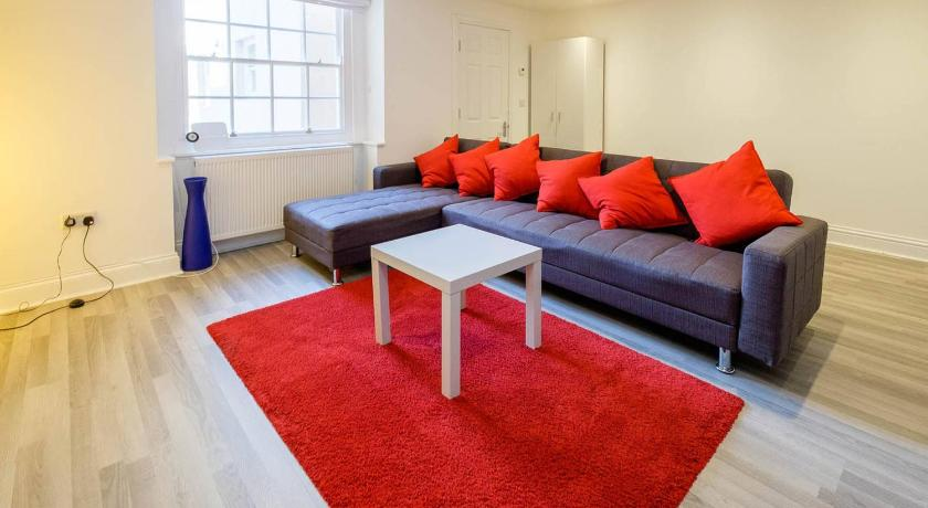 Best time to travel United Kingdom Allocated parking, light & bright apt. with garden