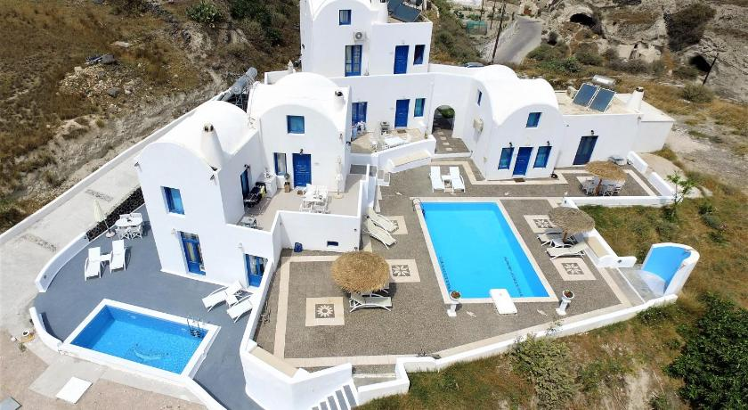 Best time to travel Santorini Santorini Traditional Suites