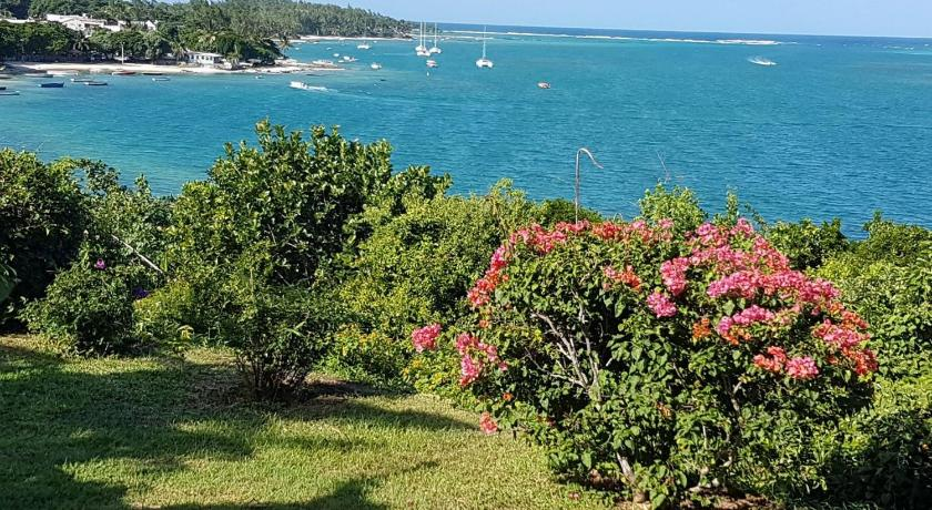 Best time to travel Mauritius Boutique villa on the rocks