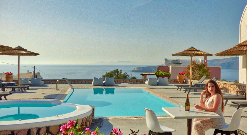 Best time to travel Fira Alisaxni Resort