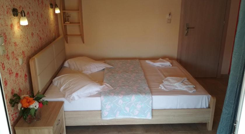 Standard Double Room Gogo Rooms