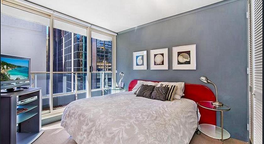 Best time to travel Sydney Sydney CBD Two Bedroom walk to Opera House