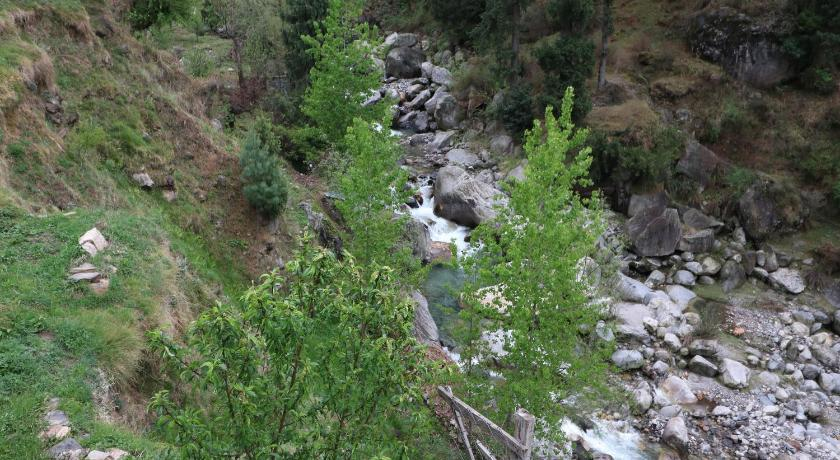 OYO 13696 Home 3BHK River Side Cottage Manali