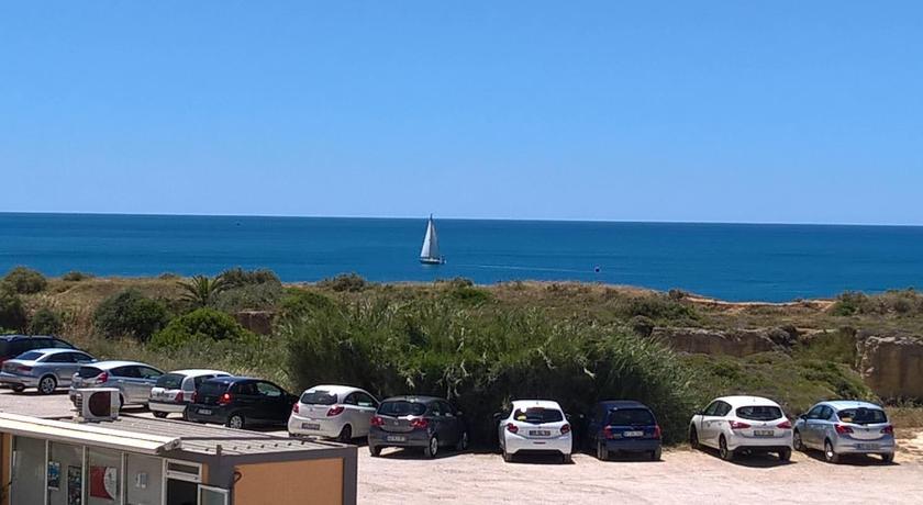 Best time to travel Portugal Praiamar