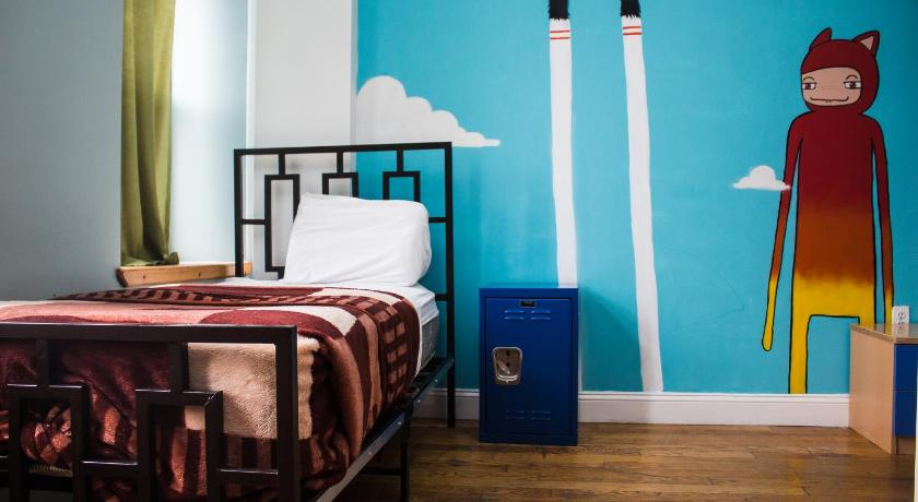 Best time to travel Manhattan NY Moore Hostel