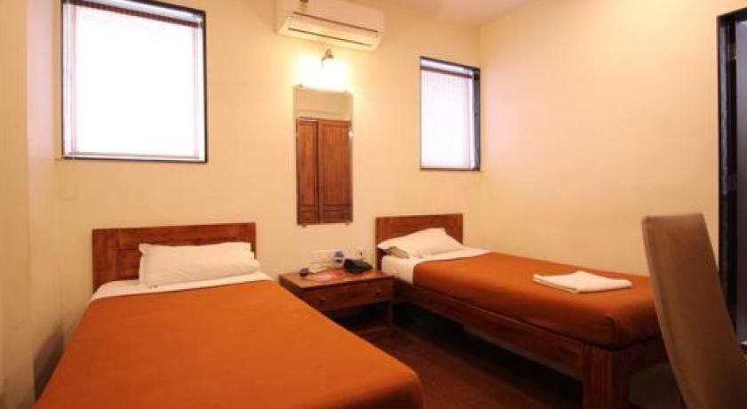 1 BR Boutique stay in Vile Parle, Mumbai (E026), by GuestHouser
