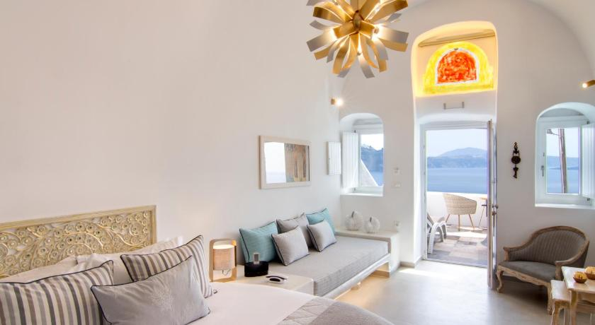 Best time to travel Fira Secret Legend Suites
