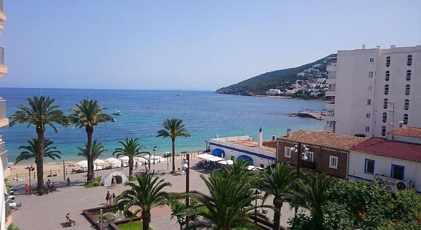 Best time to travel Ibiza Hostal Yebisah