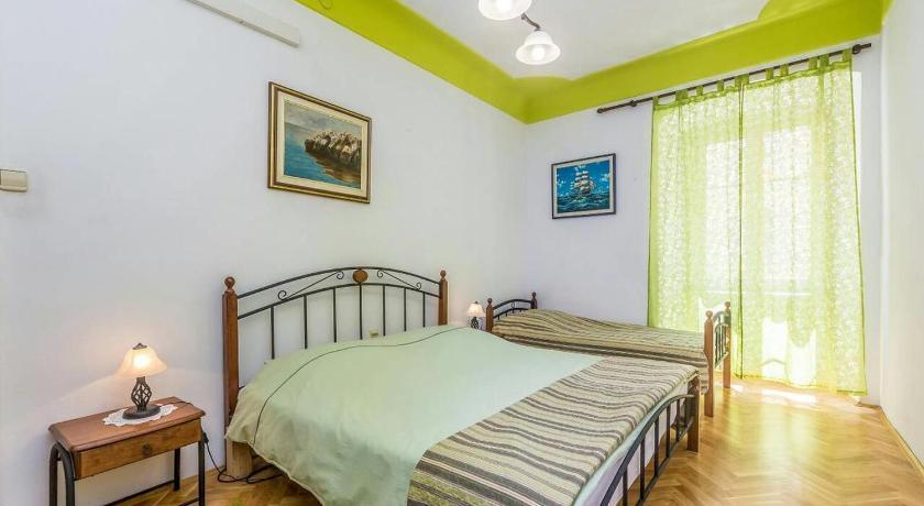 Best time to travel Croatia Apartment Rijeka 15592a