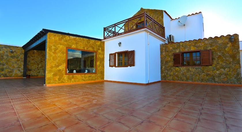 Best time to travel Fuerteventura Eco-finca Tesejerague
