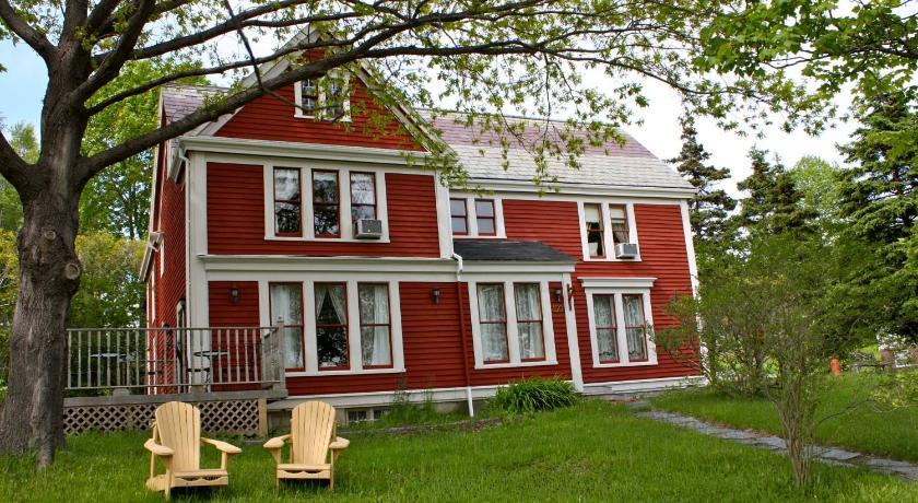 Best time to travel Canada Sophia's Heritage Inn