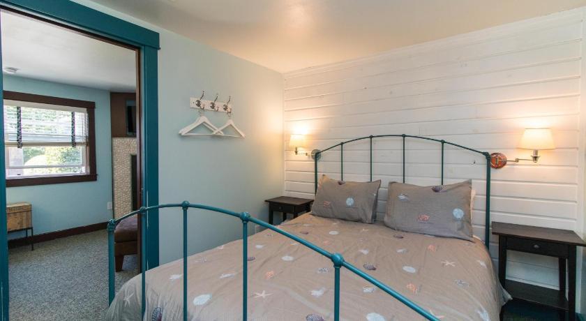 Hidden Villa Cottages Entire Apartment Cannon Beach Or Deals Photos Reviews