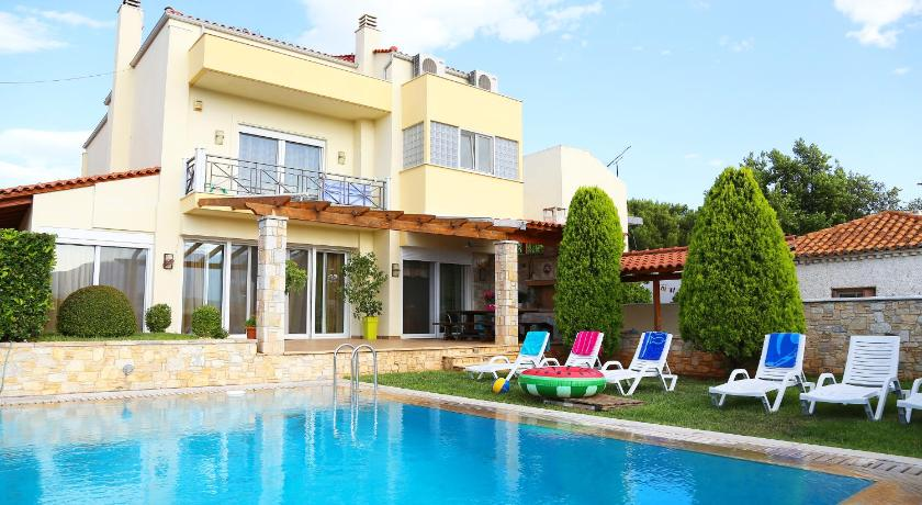 Best time to travel Agia Paraskevi Luxury Villa near airport,near beaches,with swimming pool