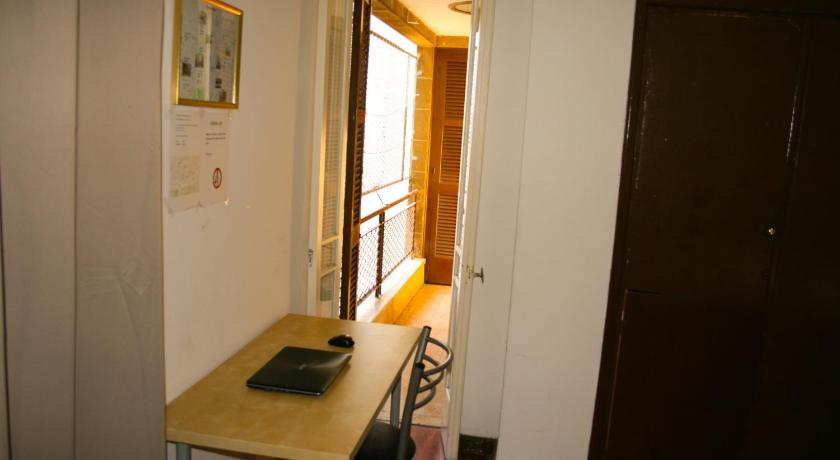 Budget Twin Room Xanthis Hostel Nicosia City Centre