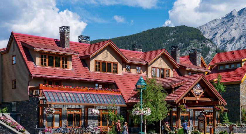 Best time to travel Canada Banff Ptarmigan Inn