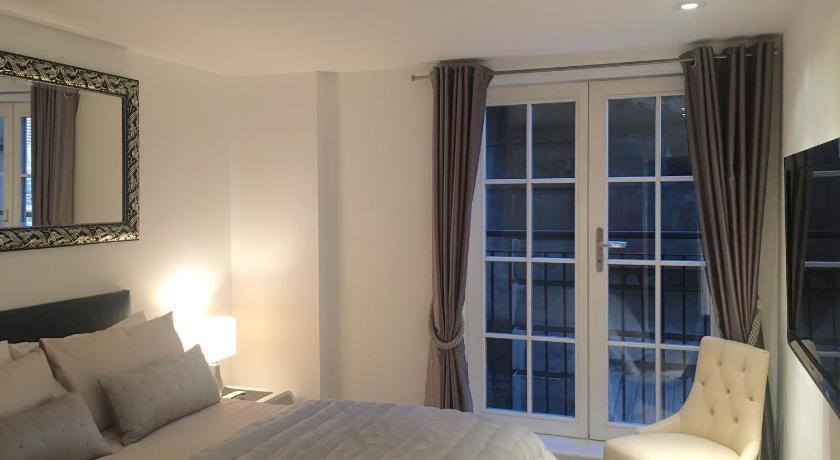 Best time to travel London Trafalgar Luxury Apartments