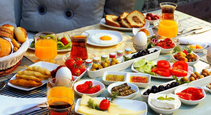 Best time to travel Turkey YundAntik Cunda Konaklari