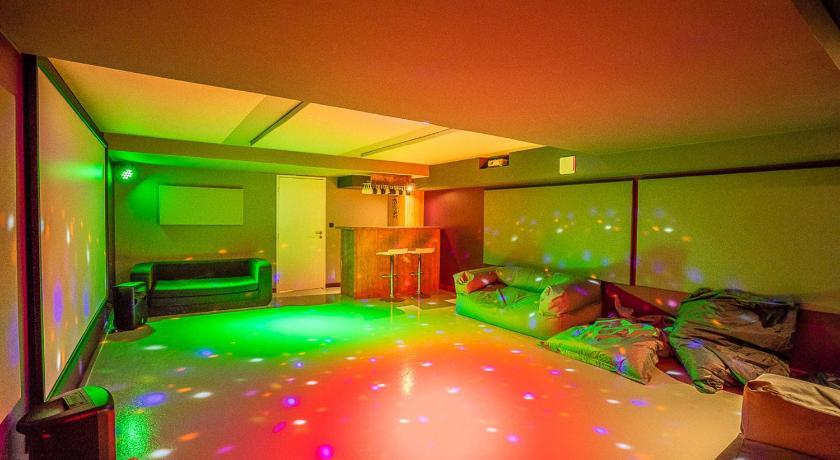 Chalet Luxe Twin B Avec Piscine Interieure Et Sauna La Salle Les