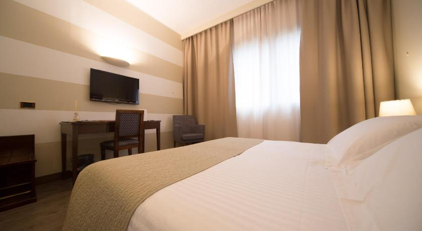 Best time to travel Lombardy Hotel Motel Ascot