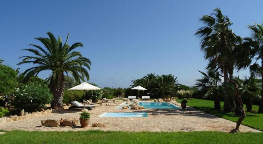 Best time to travel Formentera Appartamentos Michel Dos