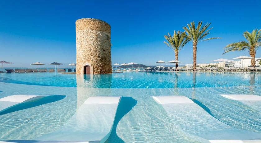 Best time to travel Ibiza Torre del Mar