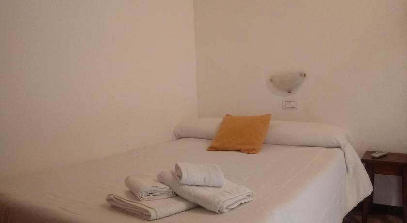 Double Room with Private Bathroom Calafate Viejo Hostel