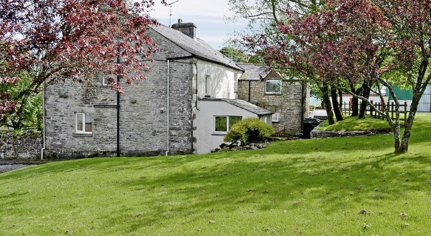 Best time to travel United Kingdom Castle Farm Cottage