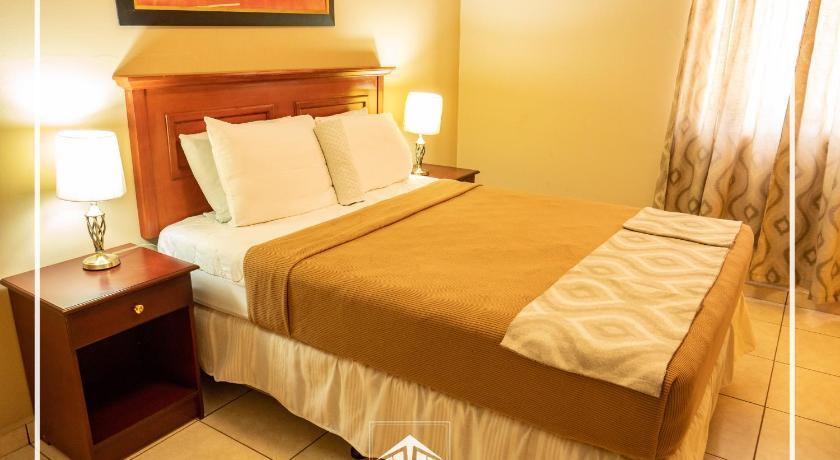Best time to travel Choluteca La Roca Hotel