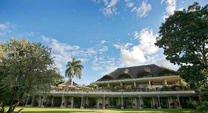 Best time to travel Victoria Falls Ilala Lodge Hotel