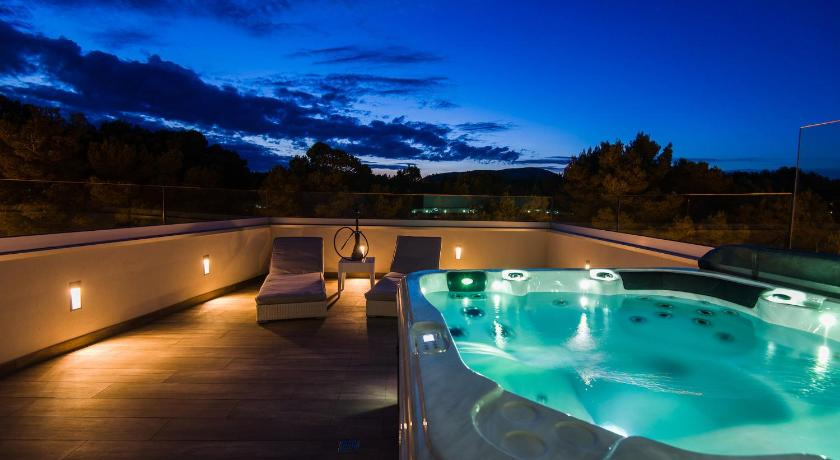 Best time to travel Spain Villa Can Nieves