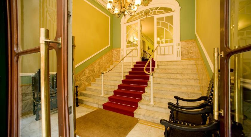 Best time to travel Porto Grande Hotel de Paris