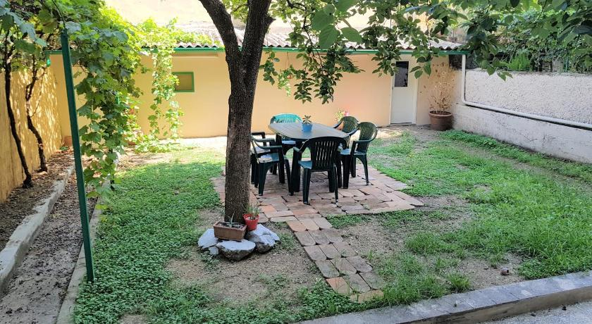 Elegant Family Apartment With Private Patio Garden in ...