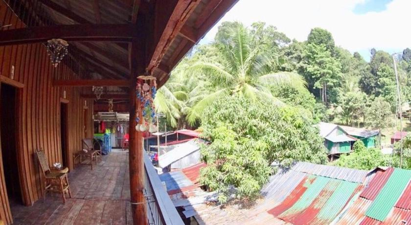 Roots Travel Hostel