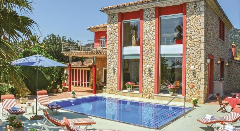 Best time to travel Spain Holiday home Cami Son Coll