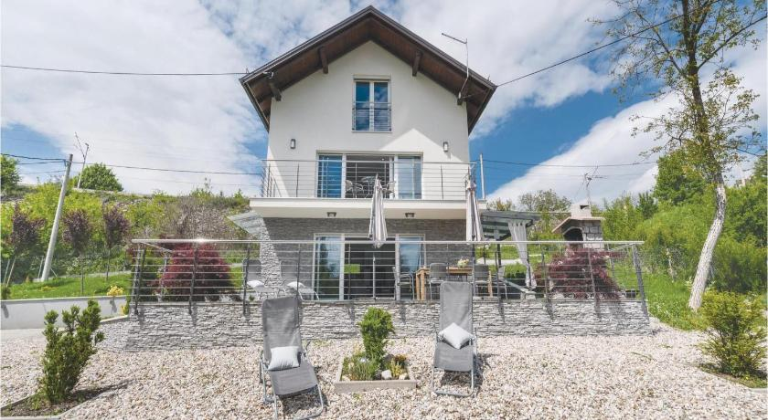Best time to travel Croatia Two-Bedroom Holiday Home in Donji Zvecaj
