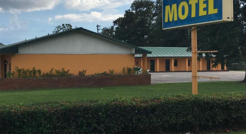 Click To See More Photos Of Greenlawn Motel