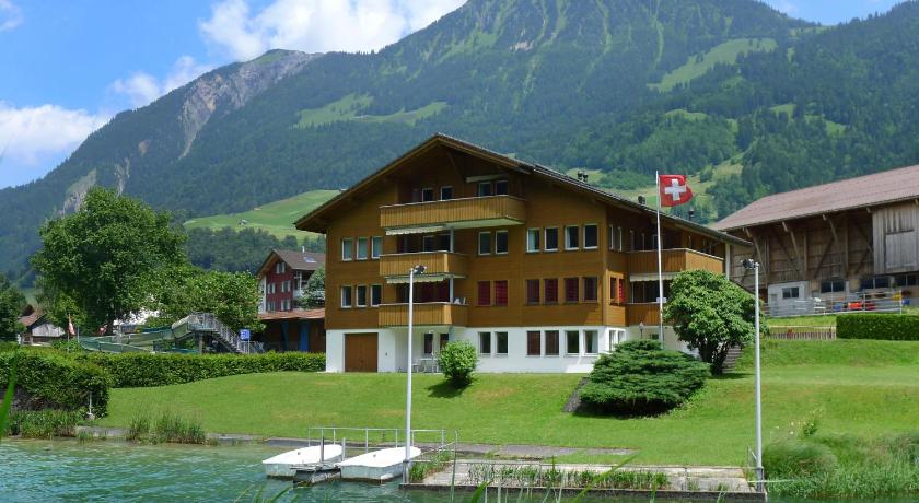 Best time to travel Switzerland Apartment Wohnung Gelb