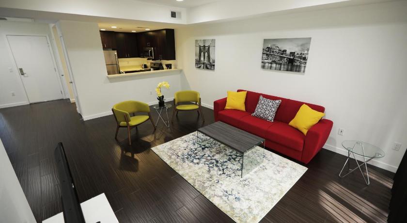 Best time to travel Los Angeles Elegant Residences