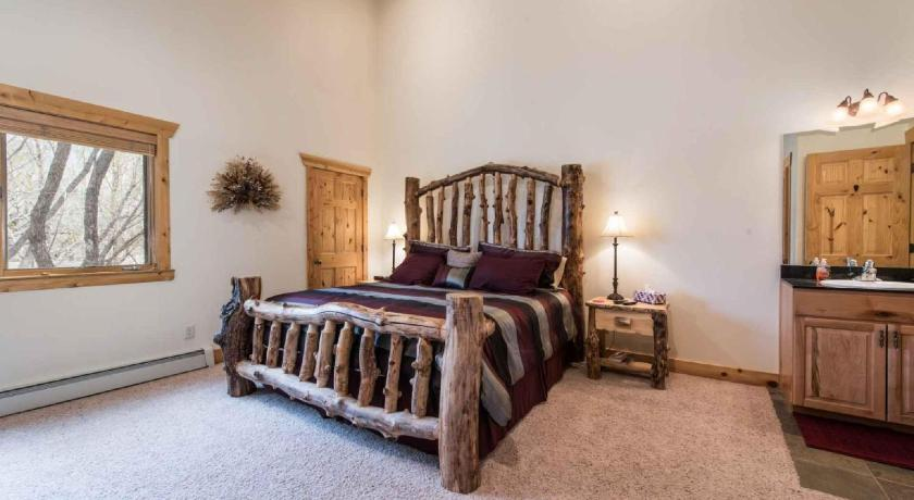 Two-Bedroom Apartment Timber Wolf 8C Kings Crown