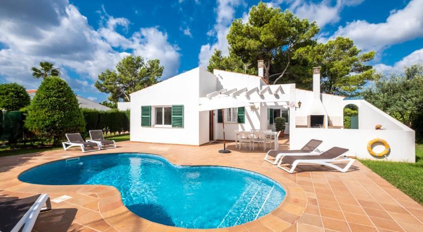 Best time to travel Menorca Villas Geisan