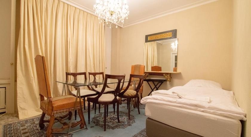 Tolstov-Hotels Large City Apartment in Villa