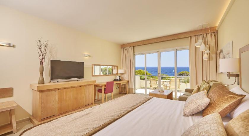 Best time to travel Majorca Blau Privilege PortoPetro Beach Resort & Spa.