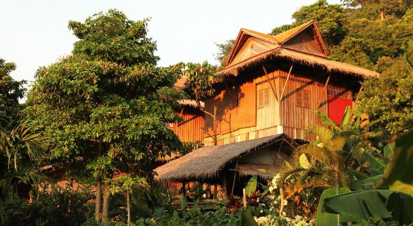 Best time to travel Cambodia Le Bout du Monde - Khmer Lodge