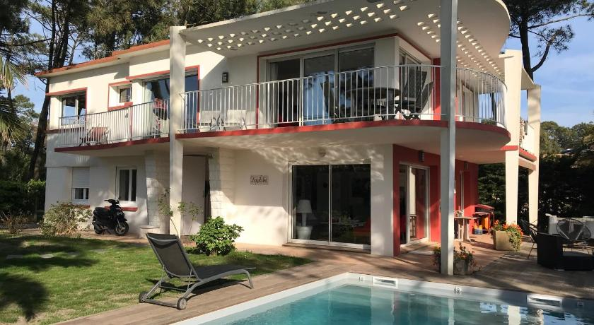 Best Price on Chambre-d\'Amour Villa Sleeps 8 Pool WiFi in ...