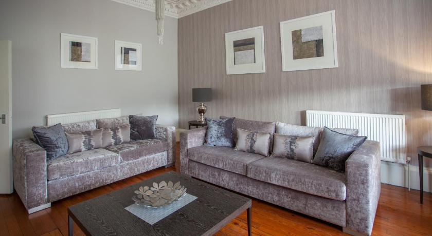 Best time to travel Glasgow Queens Park Apartment 1
